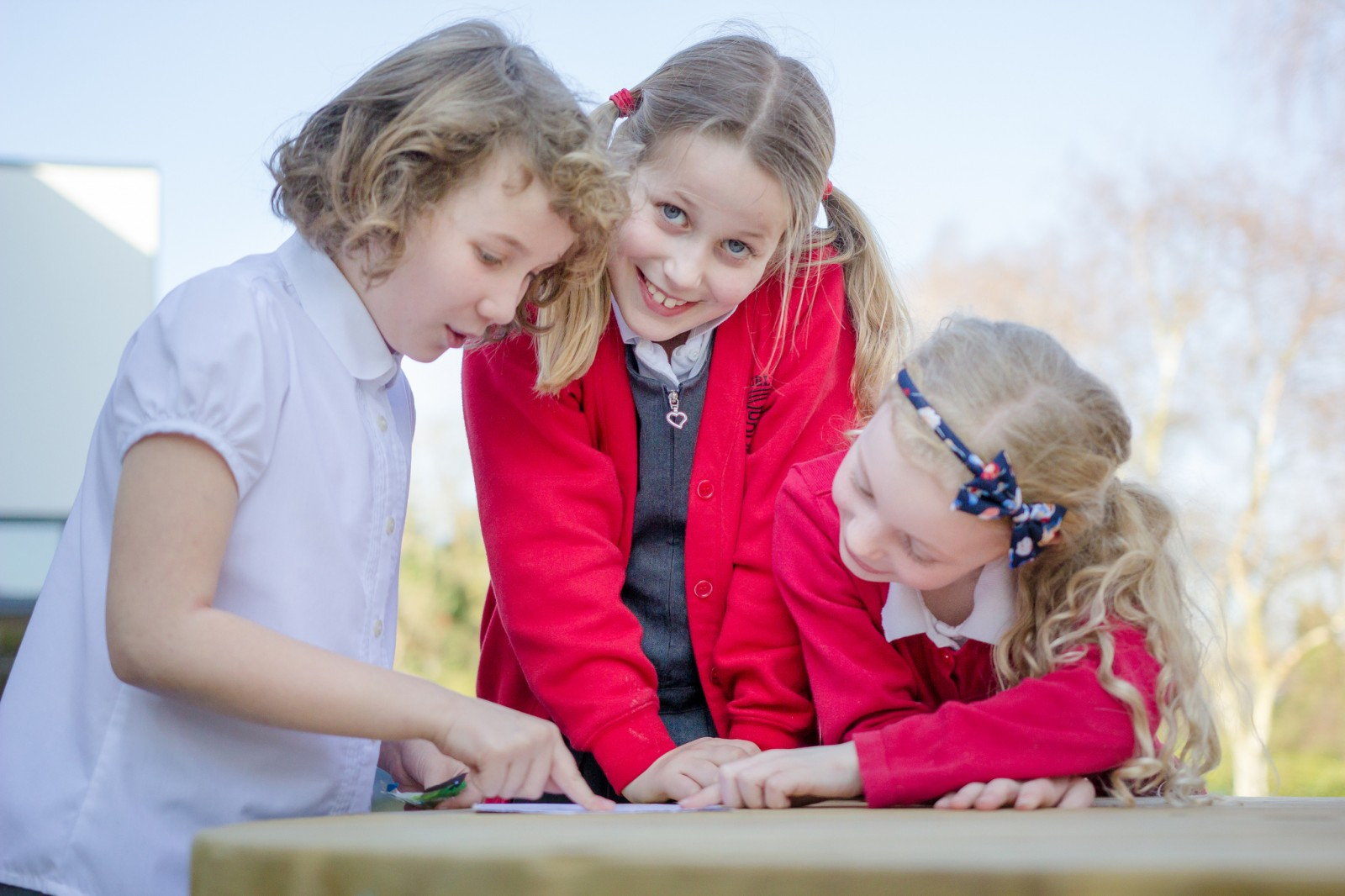 Y3 girls outdoor working bench